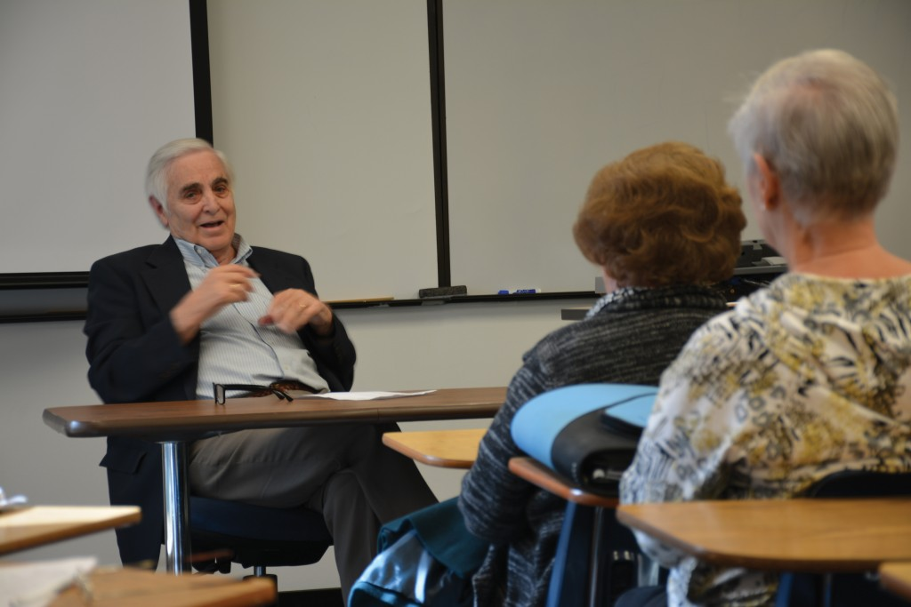Photo by Jubenal Aguilar | Former Dallas Morning News reporter Hugh Aynesworth discusses his experience covering the Nov.22, 1963, assassination of John F. Kennedy with Brookhaven students in the 50+ program Nov. 12.