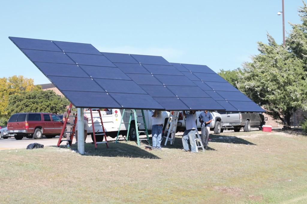 Photo by Brigitte Zumaya | Workers install solar panels on Brookhaven campus.