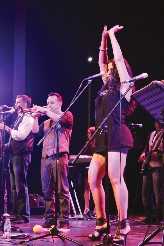 """Ilumin Avila sings """"Ese Hombre,"""" a salsa song."""